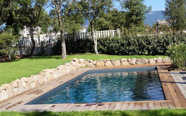 Piscine fabriquée réalisée en corse modèle Kyrnos piscines 8 devis en ligne sur mesure