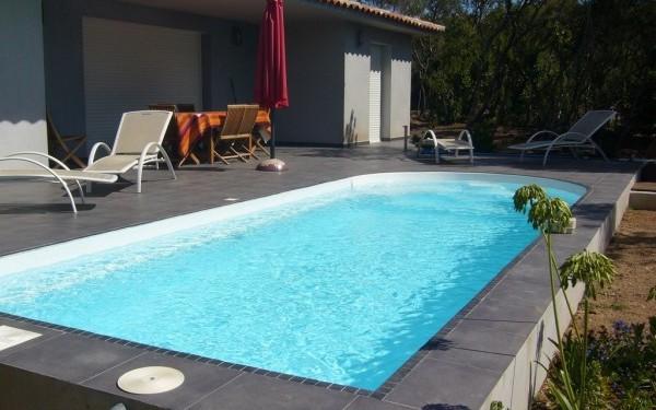 Piscine fabriquée réalisée en corse modèle Kyrnos piscines Serena devis en ligne sur mesure
